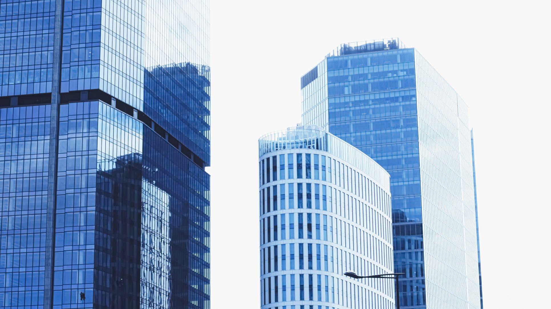 Obsługa techniczna, utrzymanie nieruchomości komercyjnych, serwisy infrastruktury technicznej